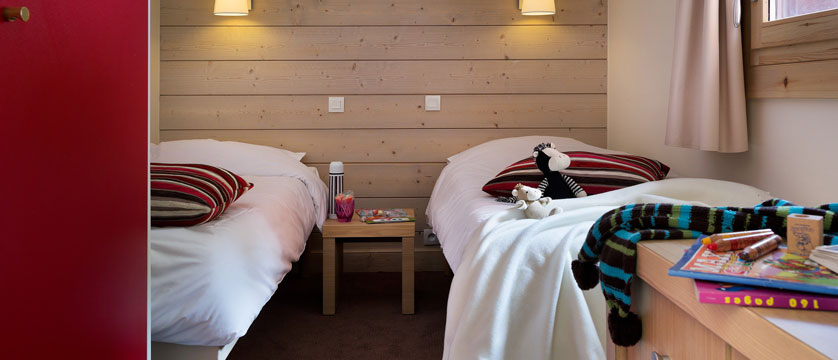 France_La-Plagne_Plagne-Lauze-Apartments_Twin-bedroom.jpg